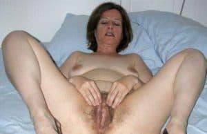 Hausfrau lässt sich das arschloch fingern!